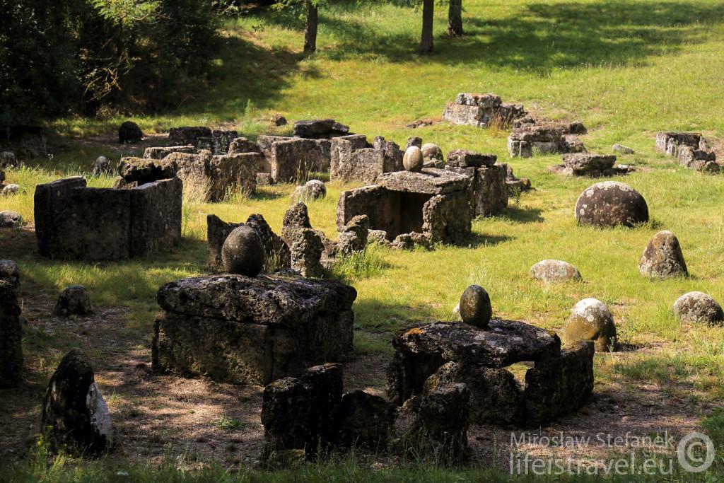 Starożytna etruska nekropolia.