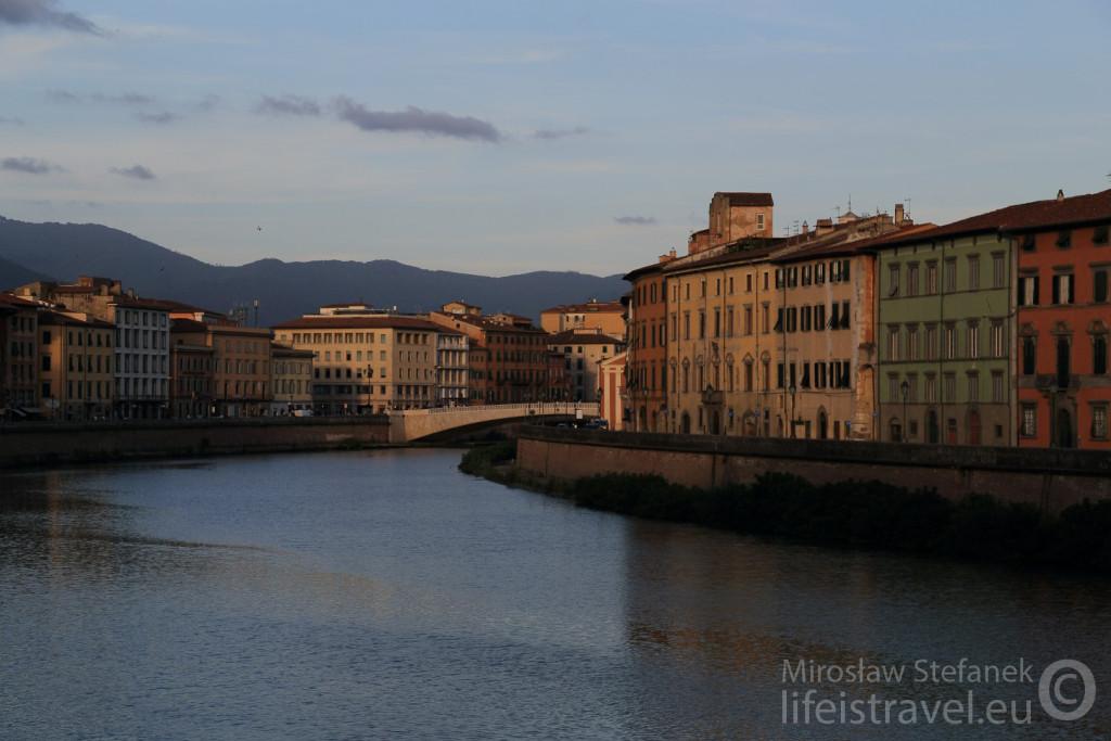 Rzeka Arno za dnia.