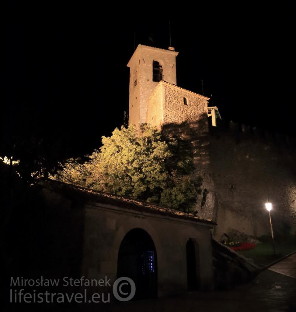 Najwyższy punkt zamku - Castello Della Guaita - Wzgórze Monte Titano. Mieści się tam muzeum, które na następny dzień zwiedzę.