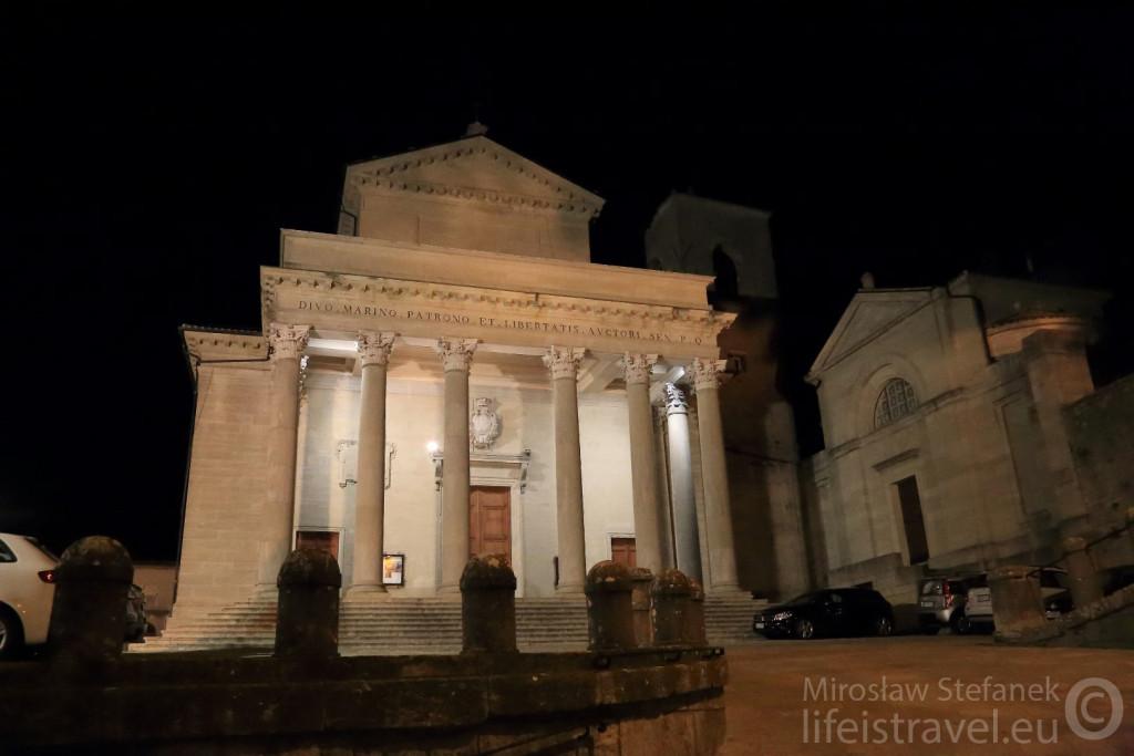 Poświęcona pamięci świętego Marinusa, wybudowana w XIX wieku katedra. Niedaleko jest muzeum wampirów.
