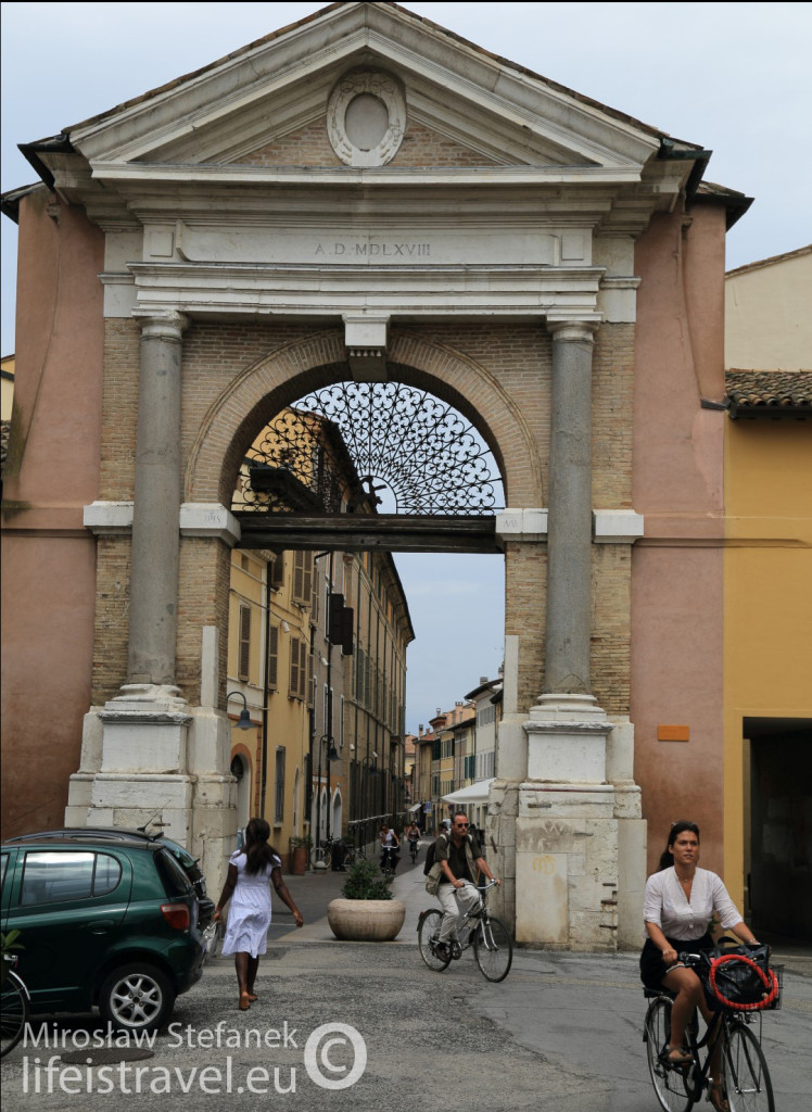 Jedna z miejskich bram.