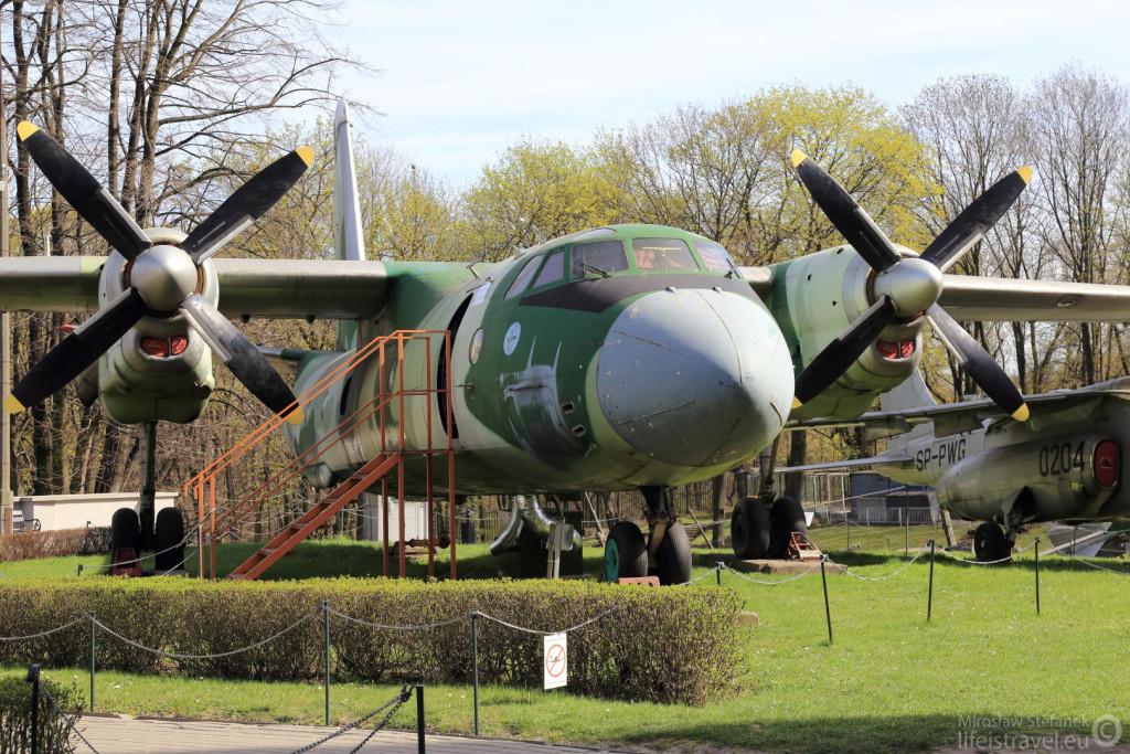 Samolot transportowy An 26.