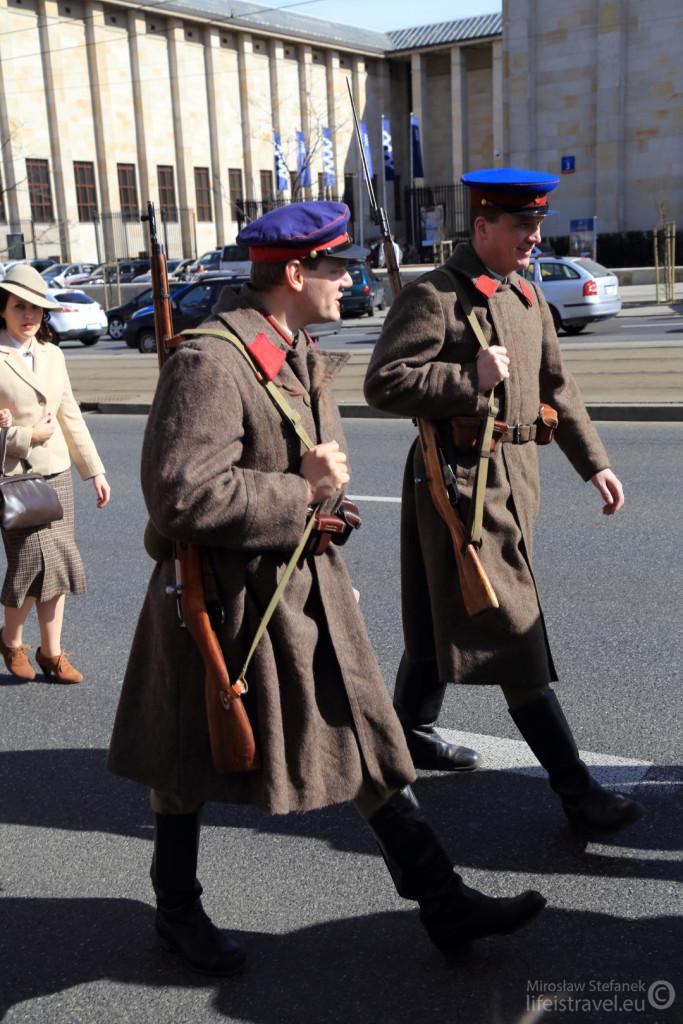 Pochód wojskowych zamykali sowieccy żołnierze.