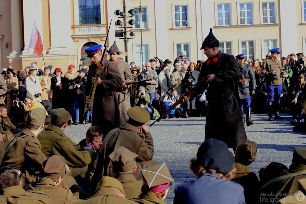 Sowieci męczą naszych żołnierzy.