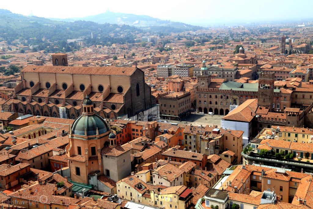 Widok na Piazza Magiore i Bazylika San Petronio.