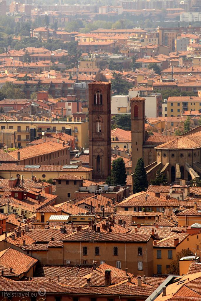 """Bolonia często nazywana jest """"czerwonym miastem"""". Nazwa ta nie pochodzi jednak od poglądów politycznych mieszkańców, ale od koloru dachówek :)"""