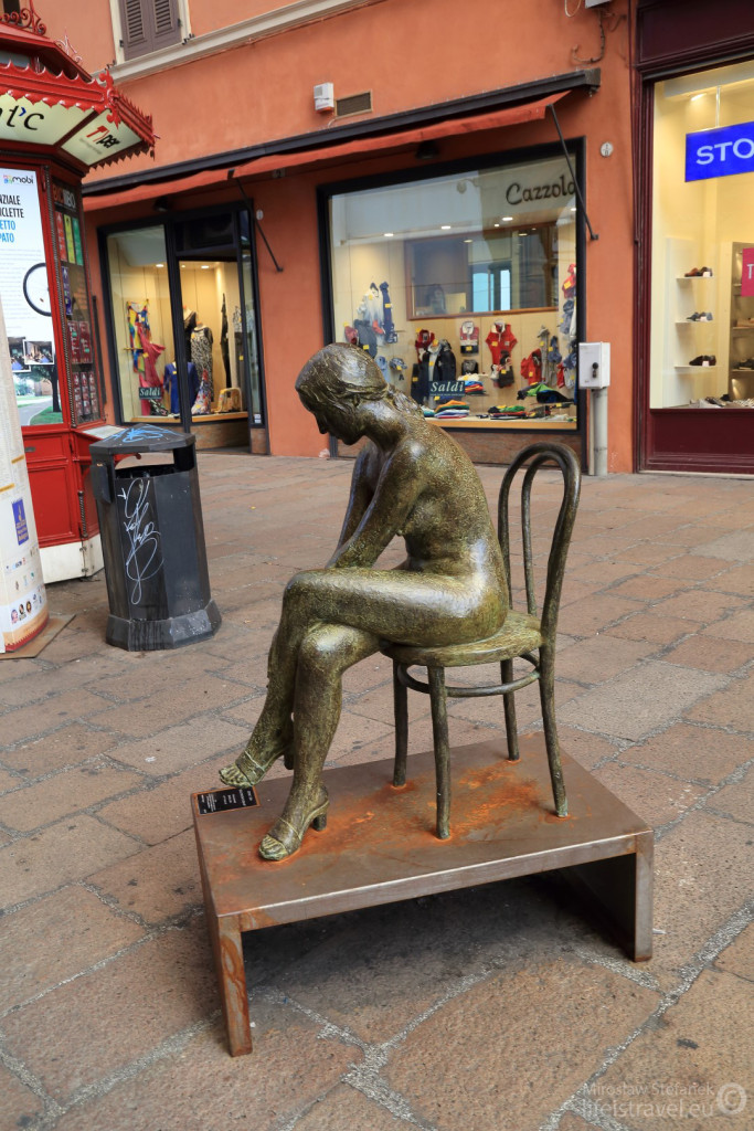 Jedna z miejskich rzeźb.