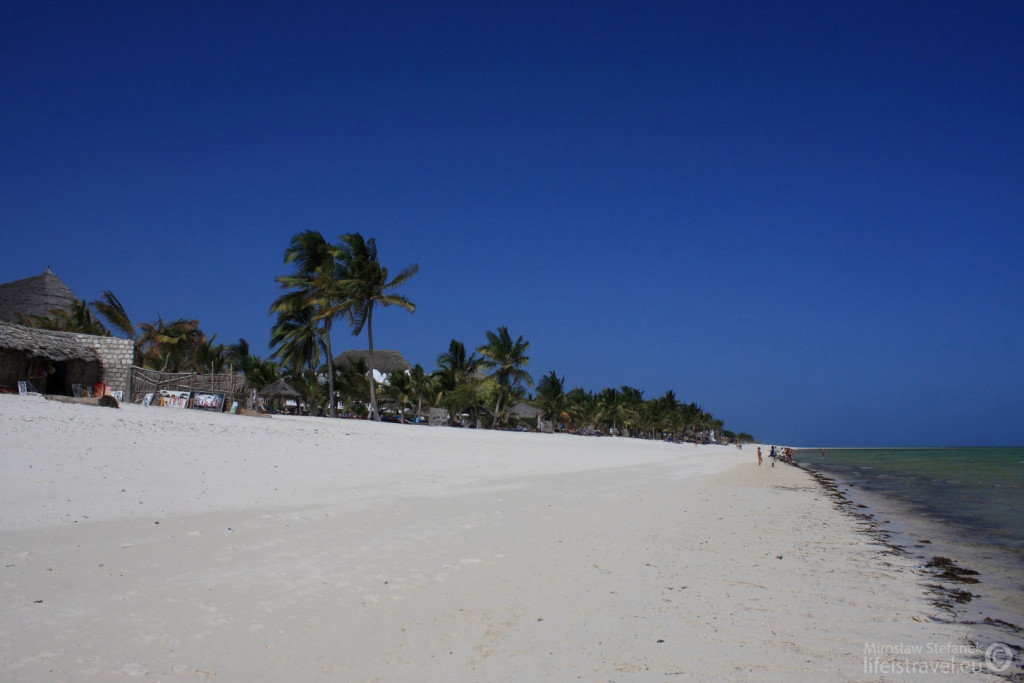 Plaża przed hotelem.