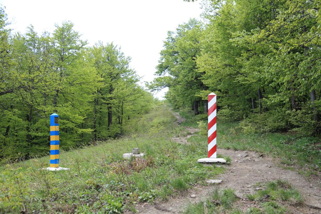 Droga na Krzemieniec to około 45 minut marszu, a prawie cały czas idziemy wzdłuż granicy polsko - ukraińskiej.