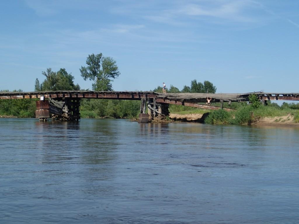 Jeden z mijanych mostów szczególnie mnie zaintrygował...