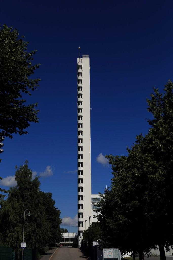 Licząca 72,71 m wieża stadionowa
