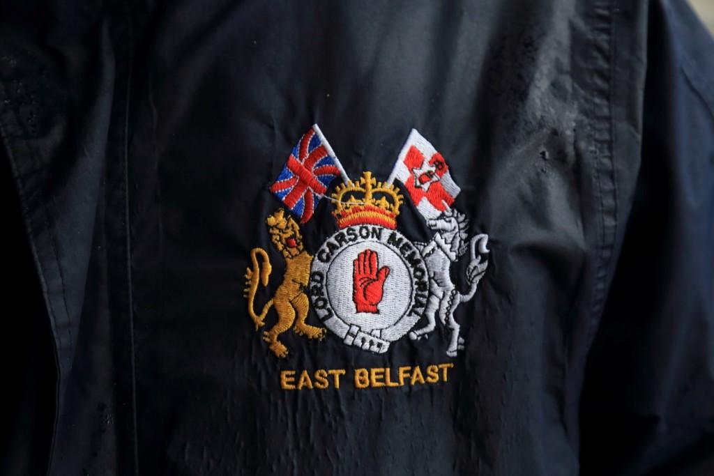 Dwie flagi lojalistów.