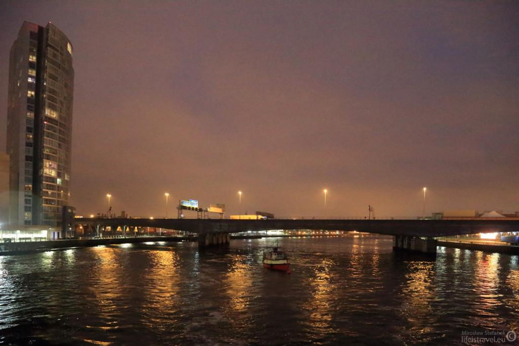 Niedaleko za tym mostem zbudowano Titanica.