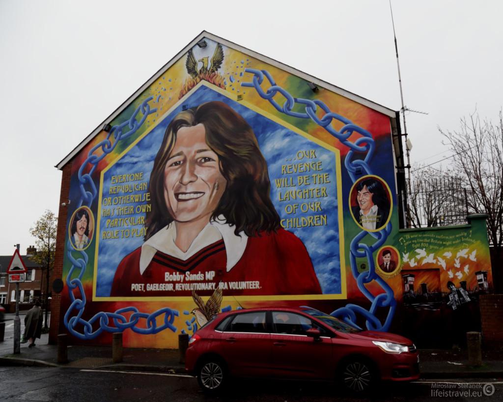 Bobby Sands - jeden z liderów IRA. Zmarł podczas strajku głodowego, o uznanie więźniów IRA za więźniów politycznych. Our revenge will be the laughter of our children - piękne hasło. Mural znajduje się na budynku siedziby Sinn Fein.