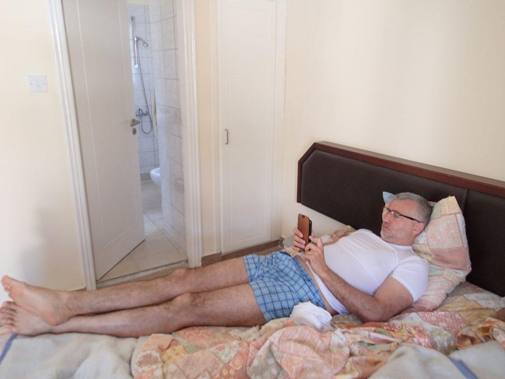 Łóżko jest, łazienka jest, wifi jest i dobry humor jest. PanMirek wakacyjnie... :)