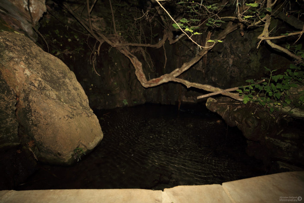 mały zbiornik wodny, w którym ponoć zażywała kąpieli bogini miłości