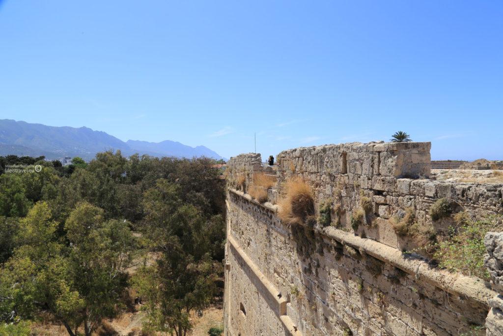 Potężne mury twierdzy
