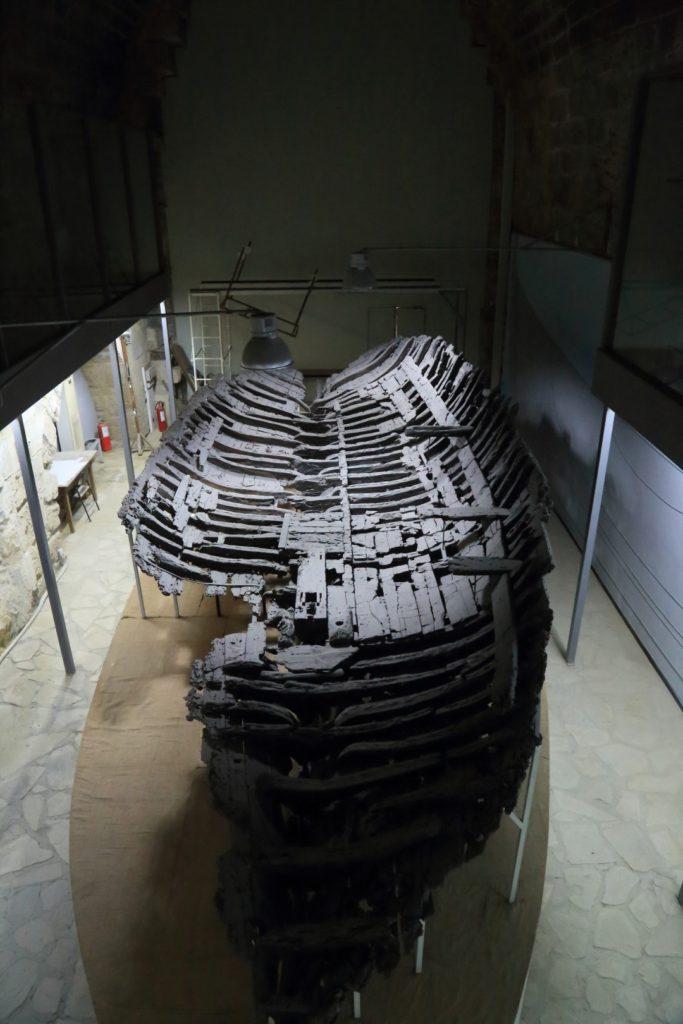 Jedna z największych atrakcji muzeum - statek prawdopodobnie z IV wieku p.n.e.