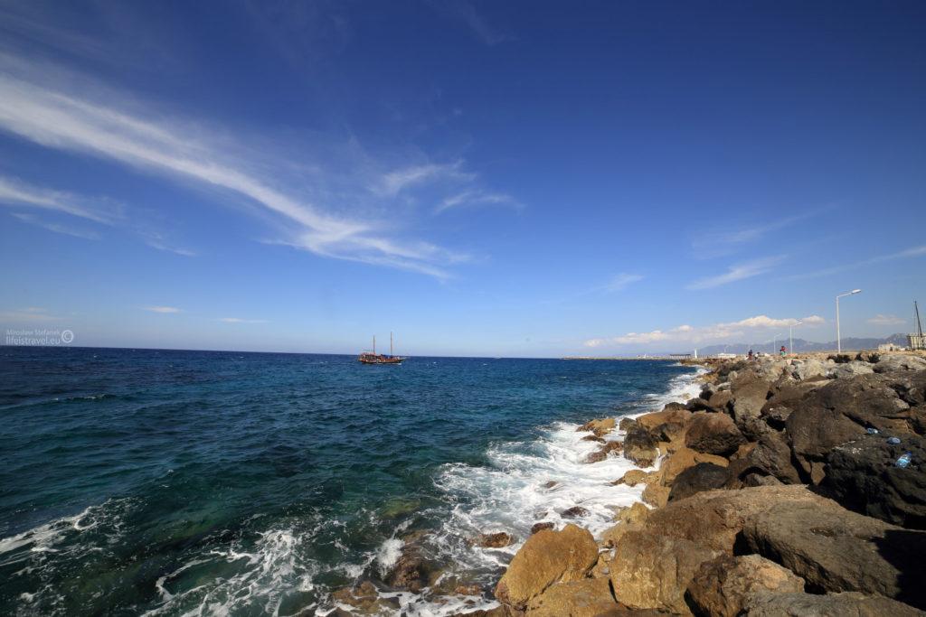 A gdy się odwrócimy w drugą stronę, zobaczymy otwarte morze...