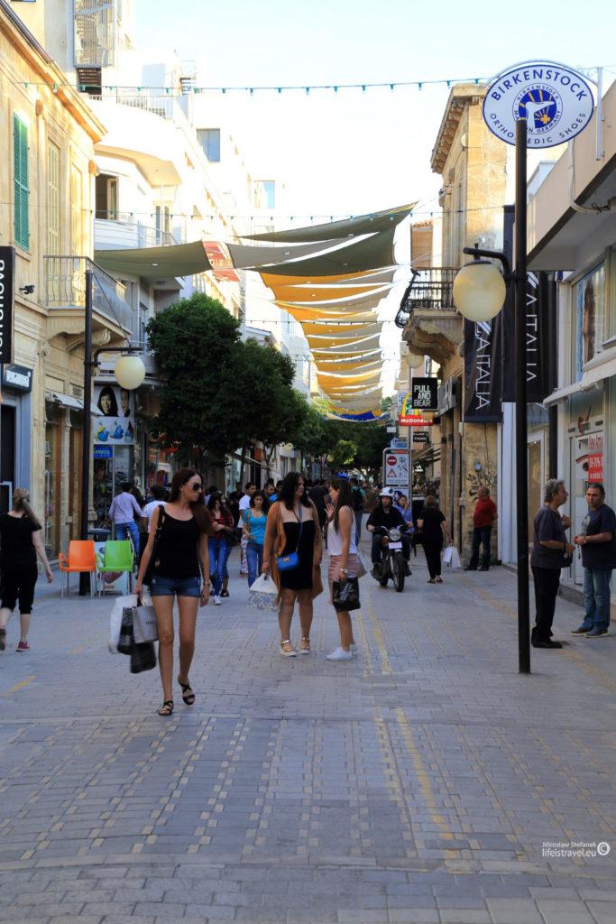 Handlowe uliczki Kyrenii - Girne...