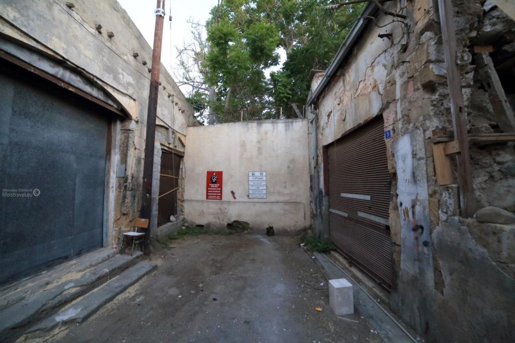 mur do strefy zakazanej..
