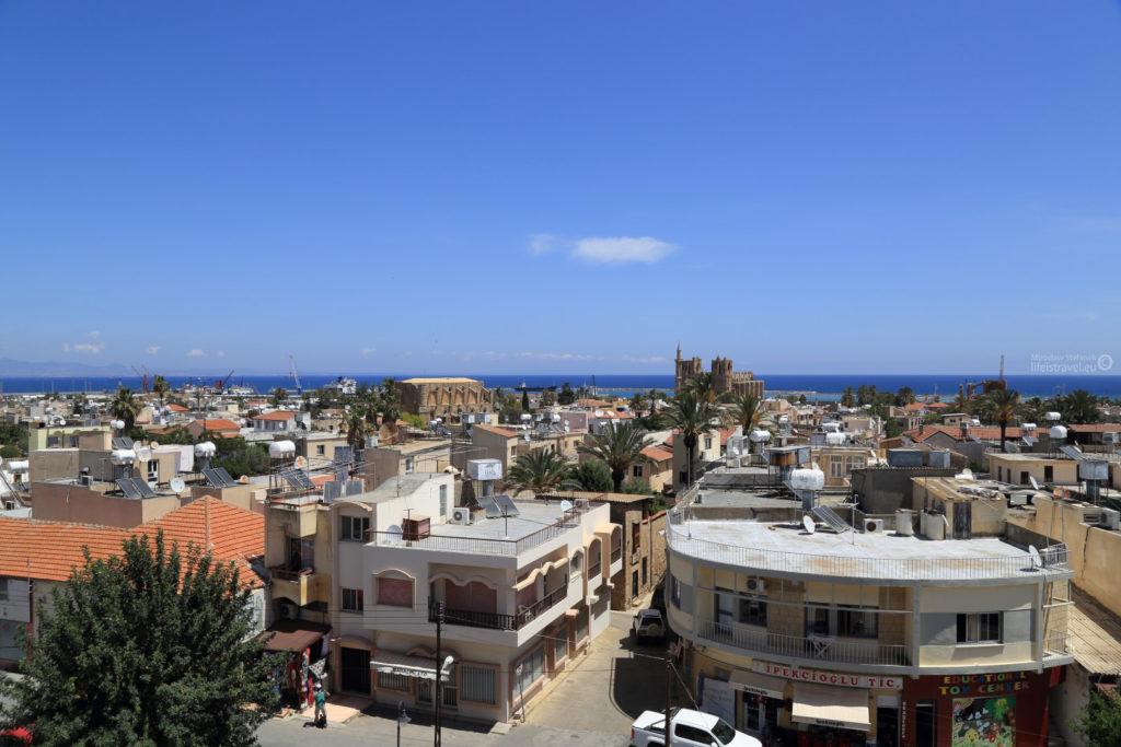 Panorama miasta w stronę morza