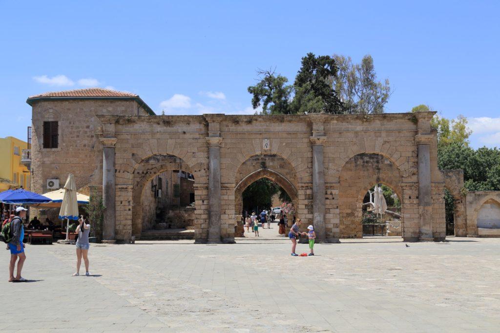 ruiny Weneckiego Pałacu znajdujące się obok meczetu