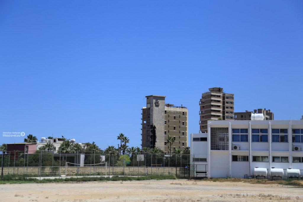Dwa charakterystyczne budynki dzielnicy