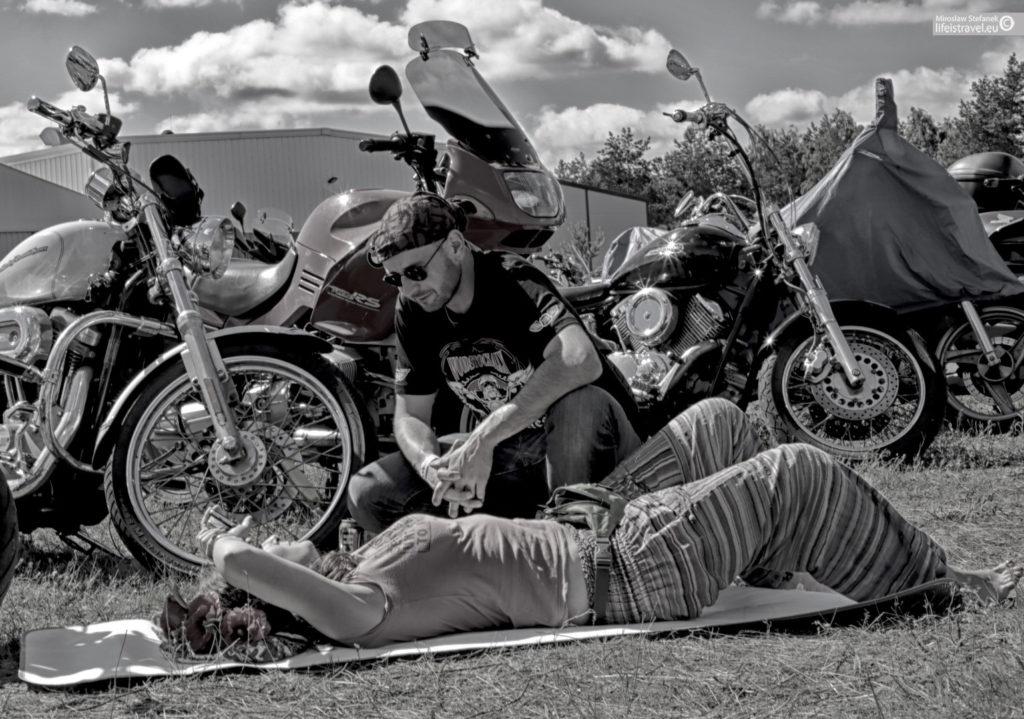 dziewczyny, kochajcie motocyklistów...