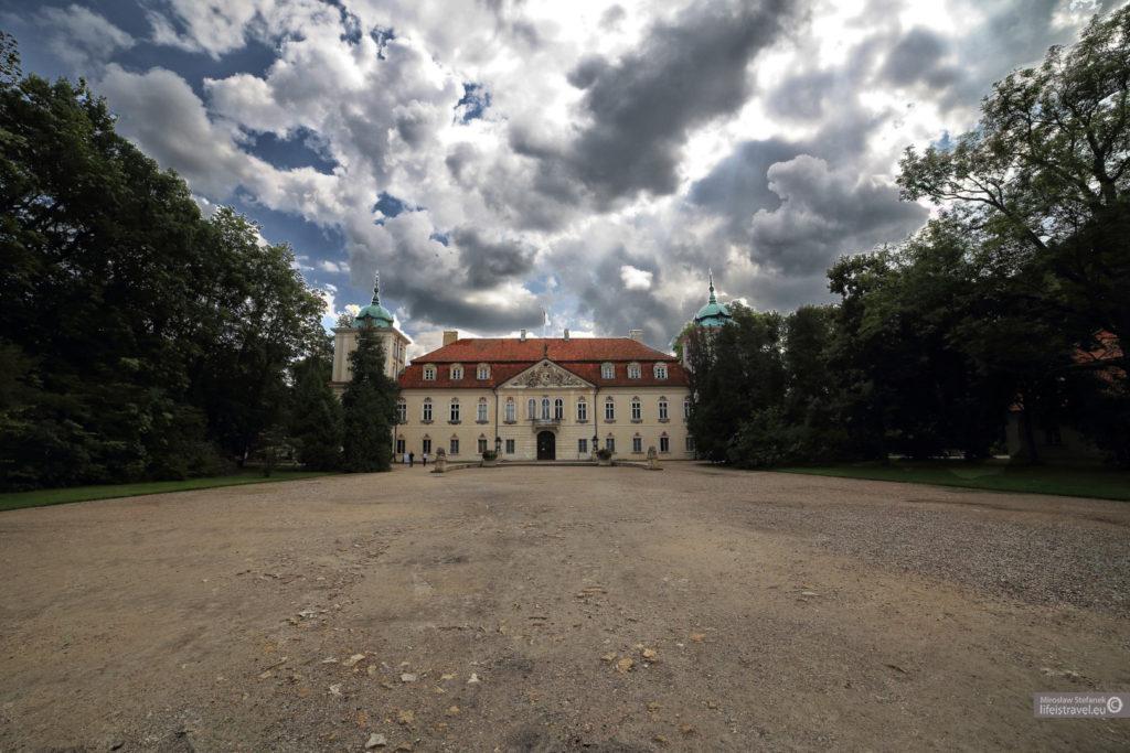 Pałac od frontu...