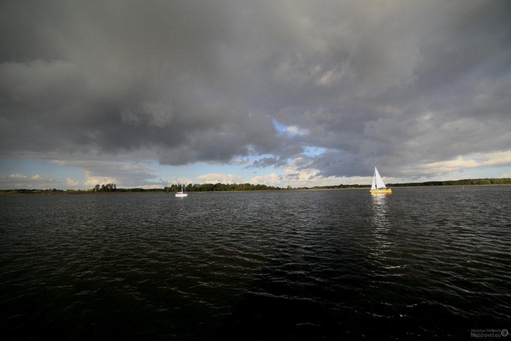 Na jeziorze znów pojawili się żeglarze.