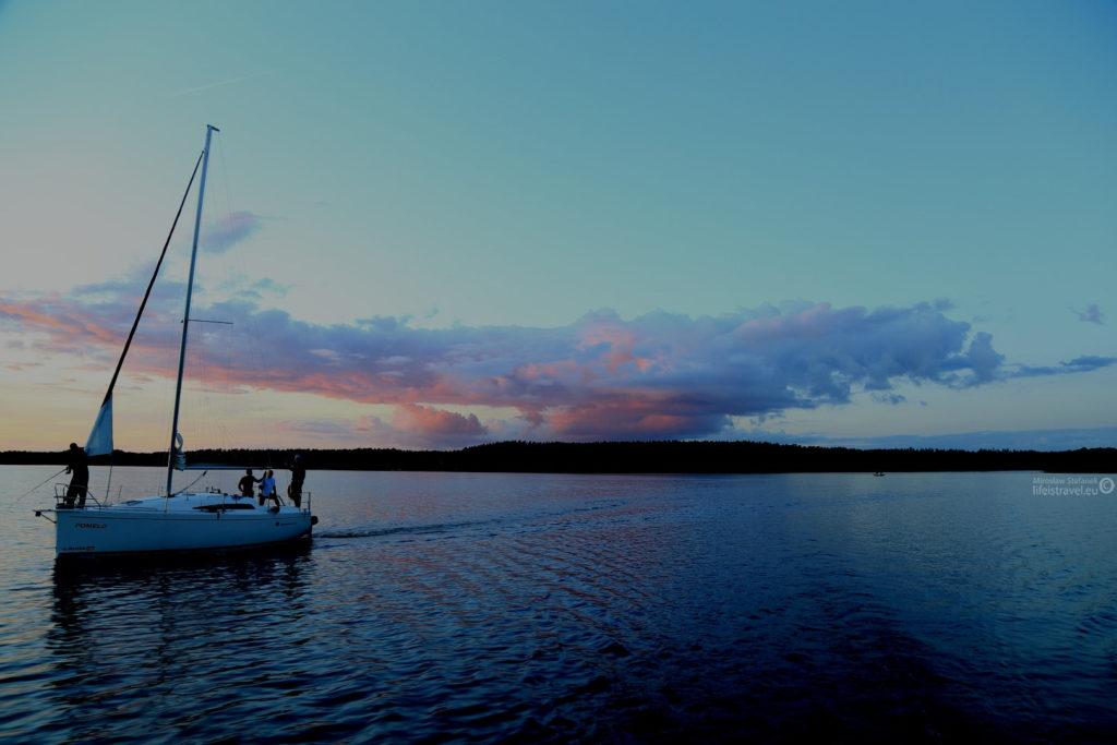 ... a chmury przyoblekają się w fantastyczne kolory...