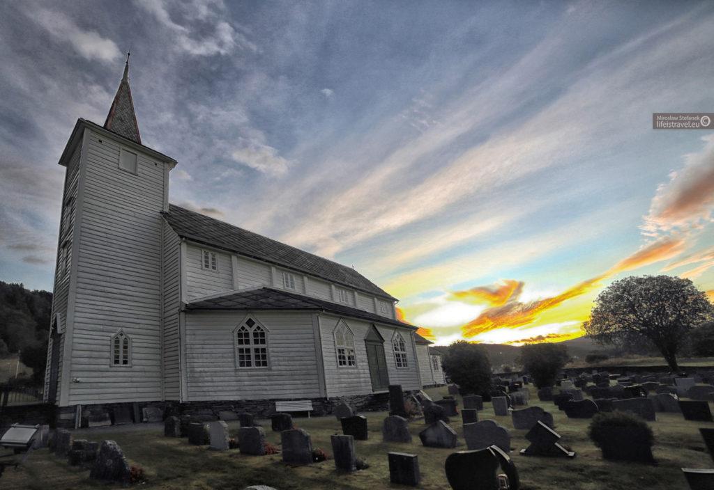 Kościół gdzieś po drodze...