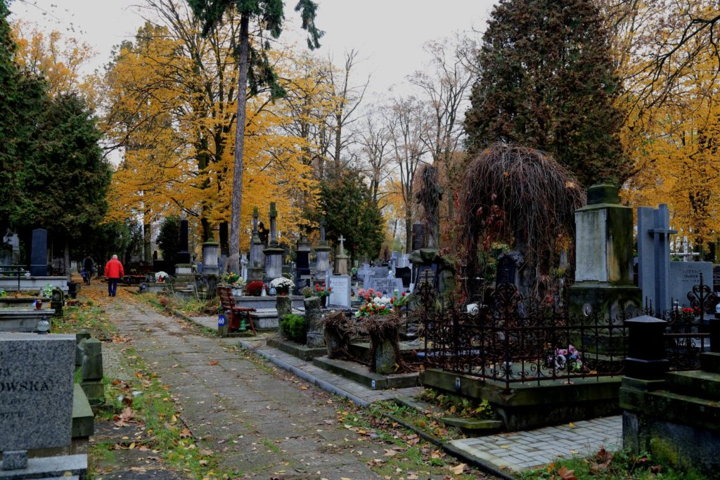 Pod koniec XIX wieku, teren cmentarza został wyrównany i podzielony na kwatery.