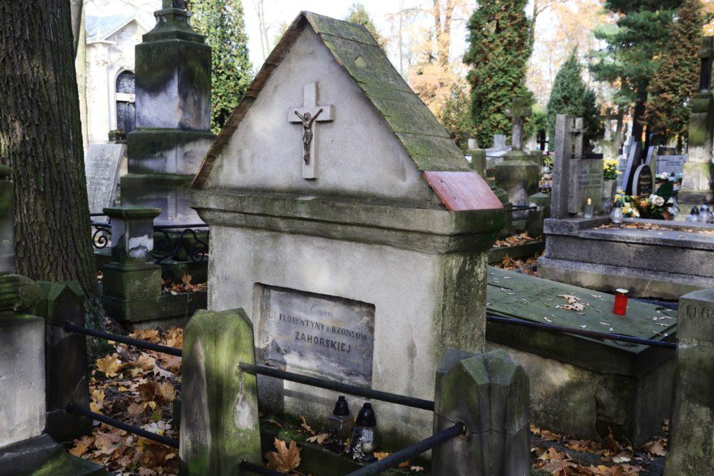 Najstarszy zachowany, pochodzący z 1848 roku nagrobek. Jest to grób Florentyny Zahorskiej, a pierwotnie stał w innym miejscu.
